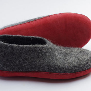 Felt clogs- felt slippers-wool clogs-felt warmers- wool loafers-natural wool slippers- dark grey- red leather