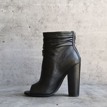 chinese laundry x kristin cavallari - liam open toe slouchy bootie - black leather