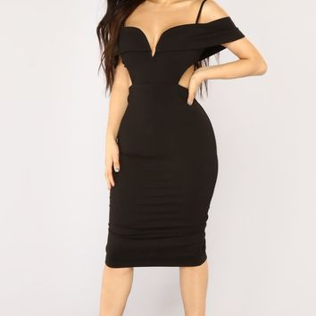 Niche Cutout Dress - Black