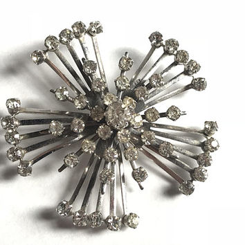Elegant 1940s Vintage Signed CORO Brooch / Clear Glass Rhinestone Silver Tone Art Deco Pin / Sparking Faux Diamond Antique Costume Jewelry