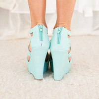 Spring Showers Wedges in Mint