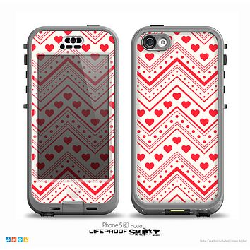 The Hearts and Dots Vector ZigZag Pattern Skin for the iPhone 5c nüüd LifeProof Case