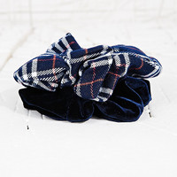 Vintage Renewal Scrunchie Pack in Navy - Urban Outfitters