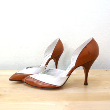 Vintage Herbert Levine Shoes / 50s Stilletos / Spectator Pumps / Brown White Heels / Pointed Toe Heels / Stiletto Heels 6.5