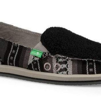 Sanuk Donna Sherpa Blanket Black & White Sidewalk Surfers