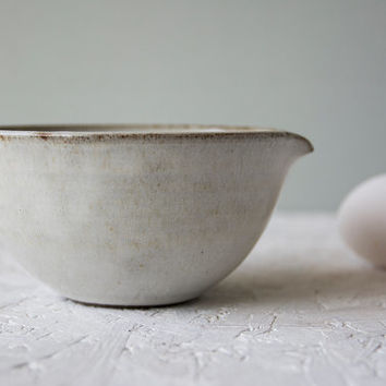 Mixing Bowl / Ceramic Pour Bowl / Stoneware Serving Bowl / Small Batter Bowl