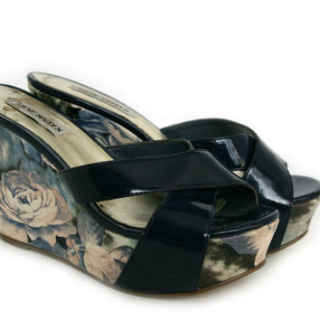 Vintage Women's Shoes ~ Size 6 or 7 ~ Steve Madden ~ Navy Blue, Pastel Pink, & Green Floral Platform Wedges