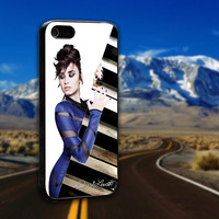 Beautiful Demi Lovato - ArtCover - Hard Print Case iPhone 4/4s, 5, 5s, 5c and Samsung S3, S4