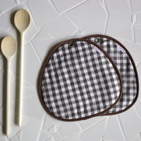 potholders - brown gingham pair of cotton fabric potholders - farm kitchen - foodie gift - rustic kitchen - host gift