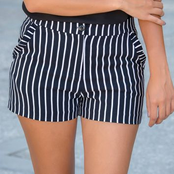 Anywhere You Go Black and White Shorts - Simply Me Boutique – Simply Me Boutique