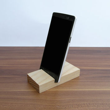 iPhone stand. Wooden iPhone Stand. Ash Wood iPhone Dock. Nexus 4 wood stand. Galaxy S3 S4 S5 Wood Stand. Lg G2 Stand.