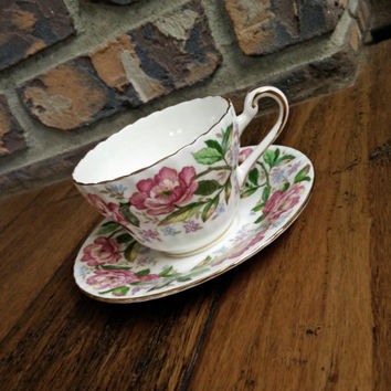 Vintage ribbed moss rose floral Paragon tea cup and saucer, pink rose teacup, English bone china tea set
