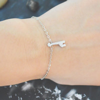 C-168 Giraffe bracelet, Matt bracelet, Pendant bracelet, Simple bracelet, Silver plated/Everyday jewelry/