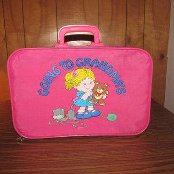 "Vintage Child's Suitcase Girl's - ""Going to Grandma's"" - Pink with Blonde Girl with Teddy Bear and Cat **RARE**"