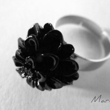 Resin Black Flower Adjustable Ring by SandstarJewelry on Etsy