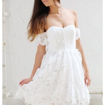 White lace off the shoulder midi dress | Grace | escloset.com