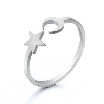 2018 New Stainless Steel Rings for Women Classic Golden Silver Star Moon Ring Fashion Party Wedding Jewellery Gifts Resizable