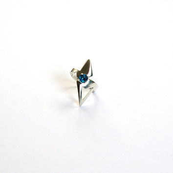 Futuristic star trek inspired london blue topaz silver ring. 5mm blue topaz gemstone statement ring. silver midi ring. Geometric silver ring