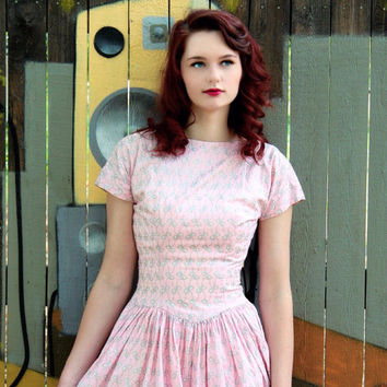 1940s Dress / VINTAGE / Novelty Print / Bows / Pink / Sparkly silver / V Back / Cotton
