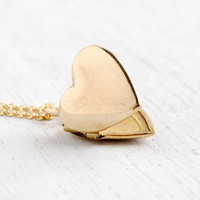 Vintage Heart Locket Necklace - 1940s WWII Era Sweetheart Dainty Minimalist Jewelry