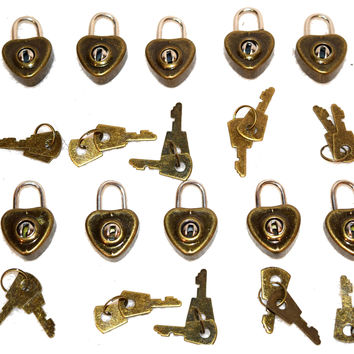 10 Pack Lot Of Heart Shaped Mini Padlocks With A Pair Of Keys With Each Lock