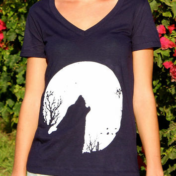 Full Moon & Howling Wolf  // Wildlife Cactus Southwest Dessert Screenprint // Girls / Ladies V Neck Tee Shirt