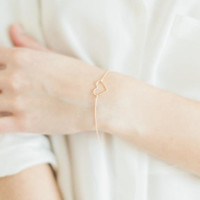 Dainty heart bracelet in gold