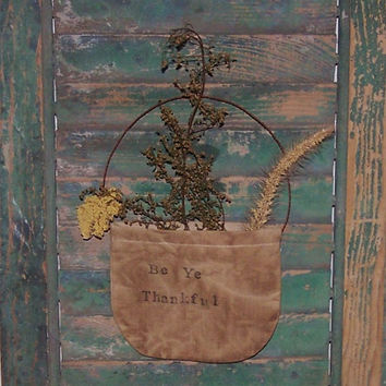 Primitive Pocket - Rustic Floral Garden Decor - Early Style - BE YE THANKFUL - sweet annie yarrow