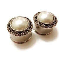 "Pearl Wedding Plugs Gauges sizes 2g, 0g, 00g, 7/16"", 1/2"" (12mm), 9/16"" (14mm), 5/8"" (16mm), 11/16 (18mm), 3/4"" (19mm), 7/8"" (22mm)"