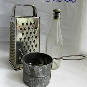 Rustic Primitive Kitchen Utensils Aluminum Cheese Vegetable Grater Flour Sifter Glass Sprinkler Bottle Instant Collection Three Pieces