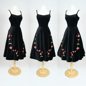 90's does 50's black velvet dress w/ embroidered red flowers, fit and flare spaghetti strap tea length dress, Large, US 10