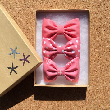 Beautiful coral set. Our Seaside Sparrow coral anchor bows are limited so get them while you can.