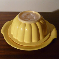 Vintage 1960s Yellow Tupperware Jel N Serve Christmas Tree Jelly Mould Serving Tray / Retro Tupper Seal 633-1 / Bowl and Plate Combo