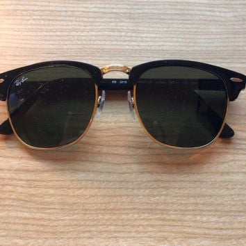 Ray-Ban RB3016 Clubmaster Unisex Sunglasses with Black Frame and Green Classic L