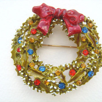 Vintage Christmas wreath brooch signed Art