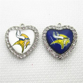 New Arrival 20pcs/lot Minnesota Vikings Crystal Heart Football Team Dangle Charms DIY Bracelet Necklace Pendants Jewelry