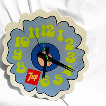 Vintage 7-UP Clock, Peter Maxx Retro Cloud Groovy Flower Power1960's; Bright Beachy Decor