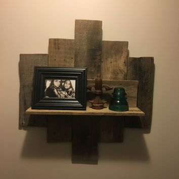 Medium pallet wood wall shelf