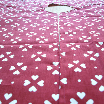 Christmas tree skirt red white hearts Eco Friendly , napkins placemats runners pillows curtains available, eco GIFT