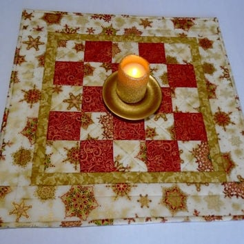Christmas Quilted Table Topper, Elegant Holiday Quilted Table Runner, Christmas Table Quilt in Red and Gold, Holiday Table Quilt