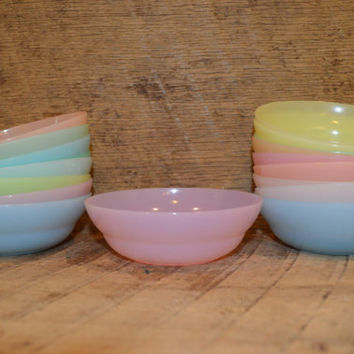 Vintage Tupperware Small Nesting Bowls, Small Tupperware Bowls, Tupperware 154 Bowls, Pastel Bowls, 18 pieces, Retro, Set, Plastic