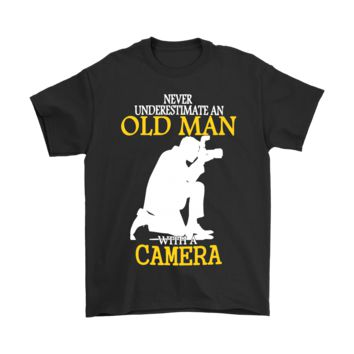 AUGUAU Never Underestimate An Old Man With A Camera Shirts