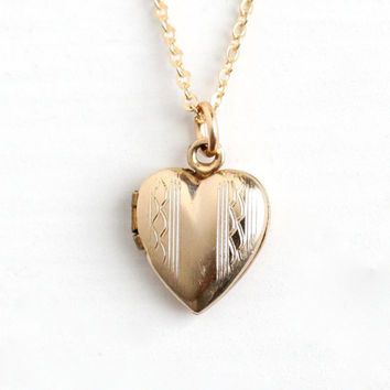 Vintage 12k Gold Filled Heart Locket Necklace - Late Art Deco Dainty Petite 1940s Sweetheart Pendant Romantic Charm Jewelry