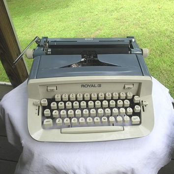 1960s Vintage Royal 890 Portable Manual Typewriter in Blue Gray with Case, Working Condition, Magic Column, Office Typewriter, Needs Ribbon