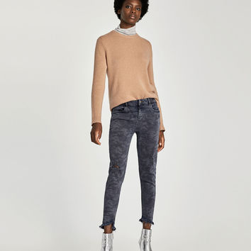 MID-RISE CAMOUFLAGE JEANS
