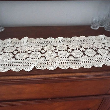 Vintage Dresser Scarf,Crocheted Linen,36 x 12 Table Runner,Wedding Decor,Crochet Doily,Rectangular Doily,Crocheted Centerpiece,Vintage Linen