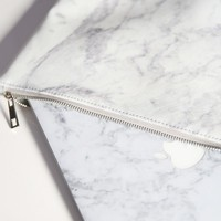 Disillusion Macbook case in white marble - 13 Inch