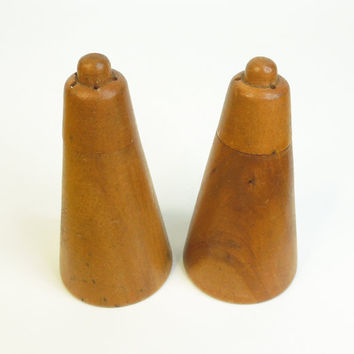 Vintage salt and pepper shakers - Art deco wooden salt pepper shaker set - Made in Japan (Ready to ship)