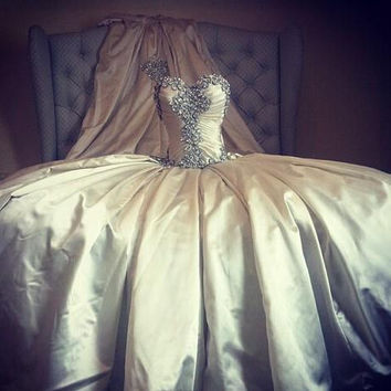 2016 Sweetheart Wedding Dress White Skil Satin Ball Gown Cinderella Vestido de noiva Pearls beading Bridal Gown Royal Train