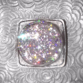 Shade name ( Prismatic ) . Holographic loose glitter pigment. 4 grams of product in a jar with sifter and seal.